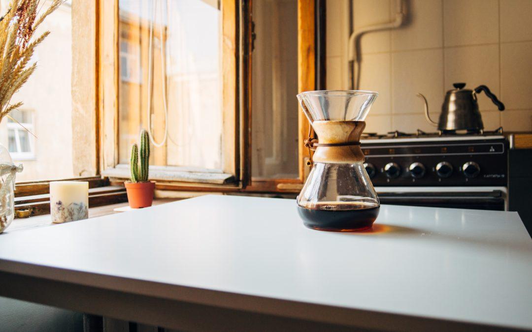 Okno w kuchni – jak je zaaranżować?