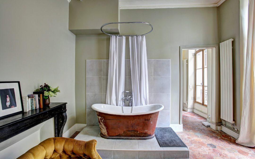 Łazienka z oknem–jak je zaaranżować?