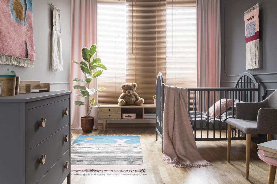 Jak wybrać rolety lub żaluzje do pokoju dziecka?