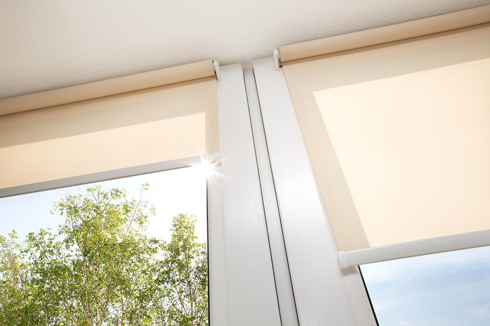 Funkcjonalność i design – czy da się połączyć te dwie cechy w dekoracjach okiennych?